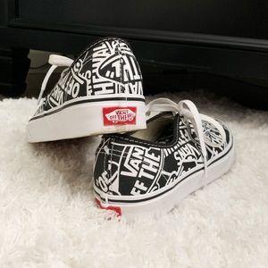 Vans Logo Doheny Sneaker, Black, Size 7 (women)